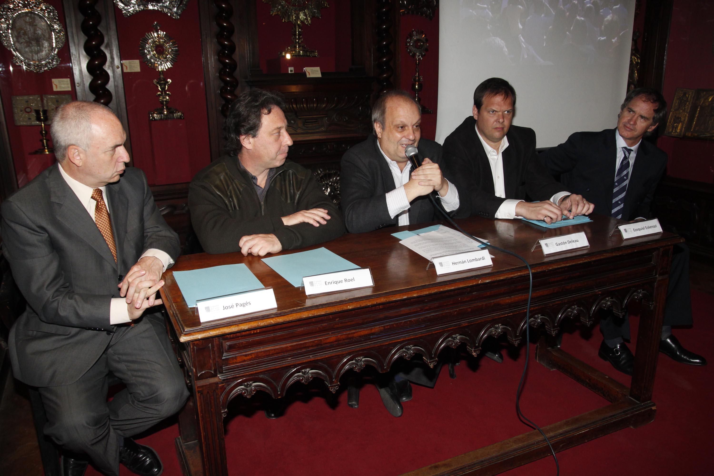 El Ministro Lombardi haciendo el anuncio