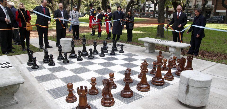 Un ajedrez gigante para todos for Ajedrez gigante para jardin