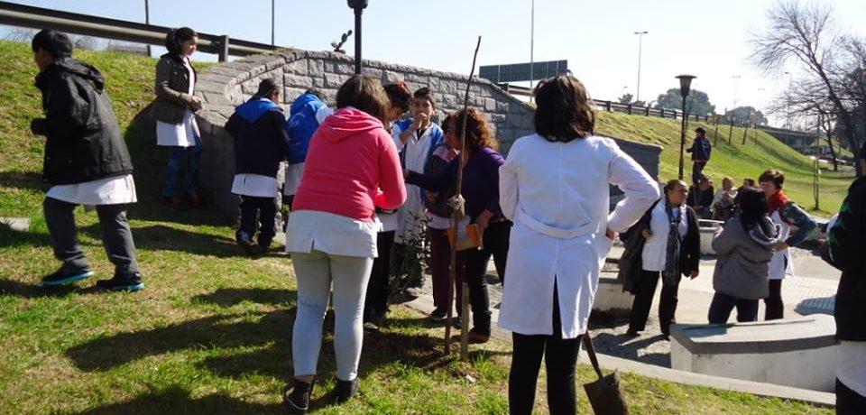 SEMANA DEL ÁRBOL: LOS ALUMNOS PLANTARON ESPECIES AUTÓCTONAS EN EL TÚNEL DE LOS ARTISTAS