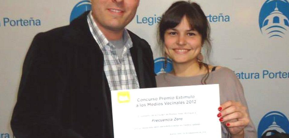 """LOS MEDIOS VECINALES DE COMUNICACIÓN RECIBIERON EL PREMIO """"ESTÍMULO"""" 2013"""
