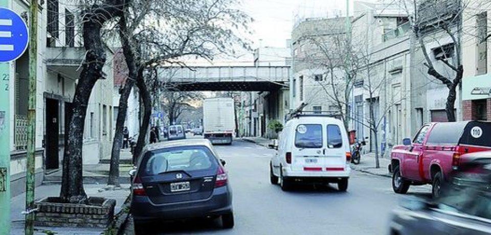 HAY 1050 CUADRAS NUEVAS CON ESTACIONAMIENTO AUTORIZADO A LA IZQUIERDA