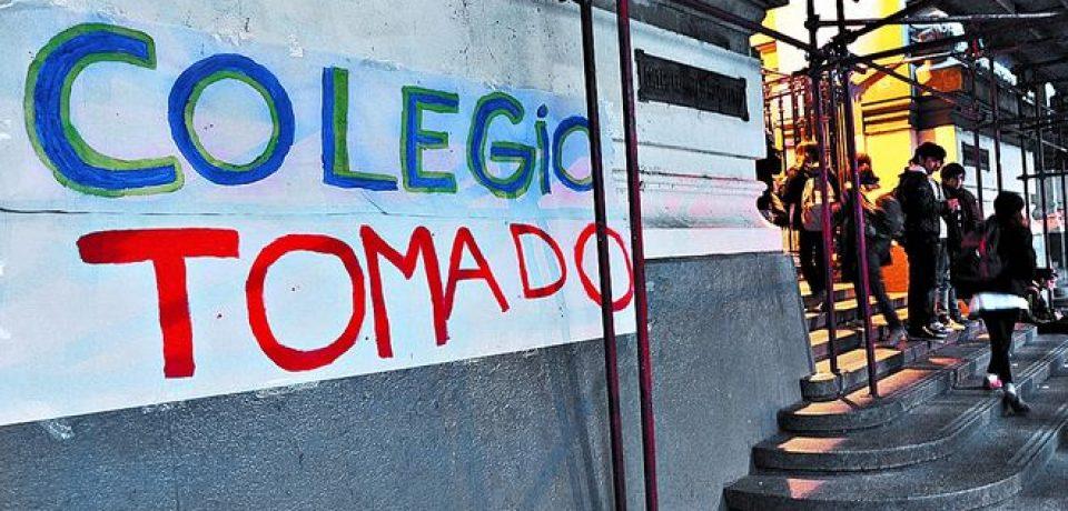 EL RECTOR DEL NACIONAL BS AS DICE QUE LOS ALUMNOS LO RETUVIERON EN EL COLEGIO