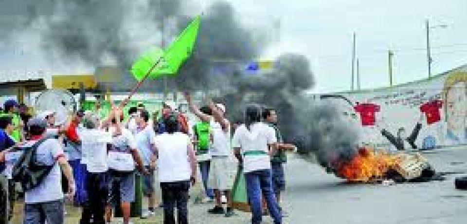 CAMIONEROS CORTAN INGRESOS A BUENOS AIRES