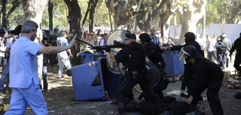 REPRESIÓN EN EL BORDA: LA JUSTICIA PENAL INVESTIGARÁ A MACRI