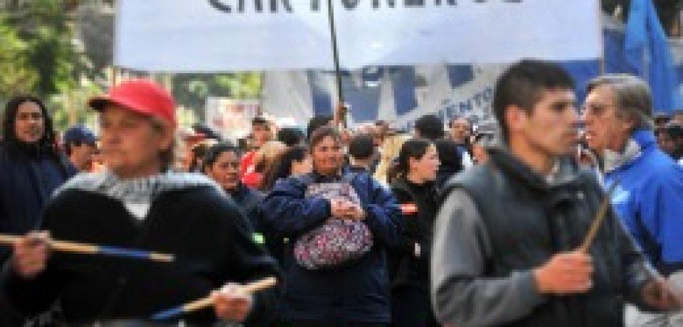 CARTONEROS DENUNCIAN EL ABANDONO DEL SISTEMA DE RECICLADO POR PARTE DEL GOBIERNO DE LA CIUDAD
