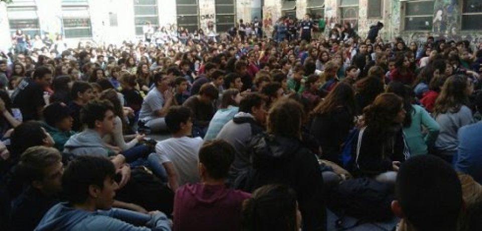 La asamblea de estudiantes del Pellegrini decidió la toma