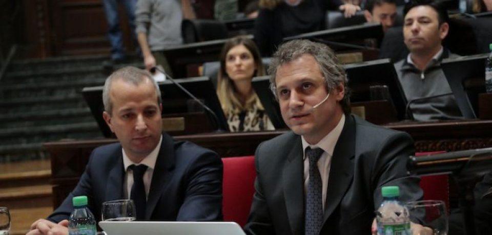 Felipe Miguel en la legislatura para el primer informe de gestión de Rodríguez Larreta