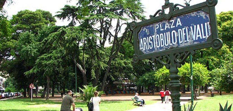 Reformas y falta de información en la plaza Aristóbulo Del Valle