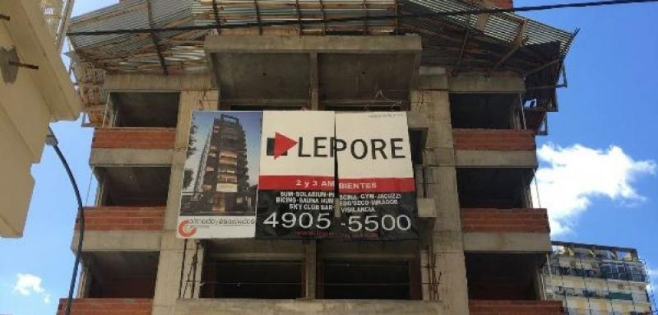 Frenan una edificación en el barrio de Belgrano