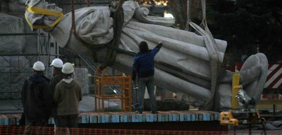 La estatua de Colón a su lugar