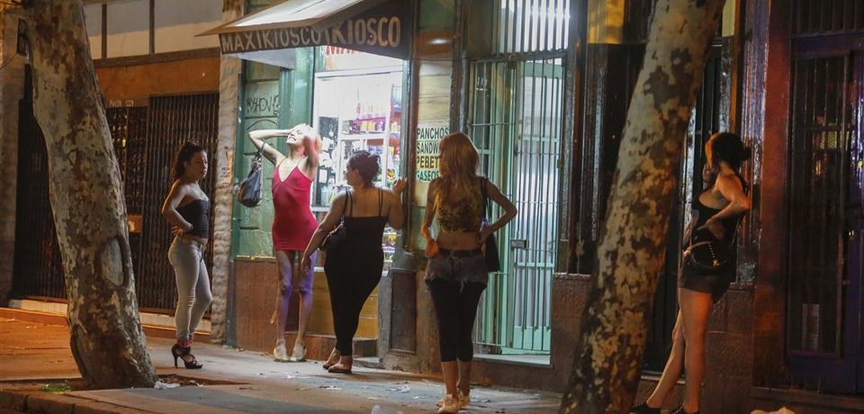 Proponen regular la oferta sexual en la Ciudad