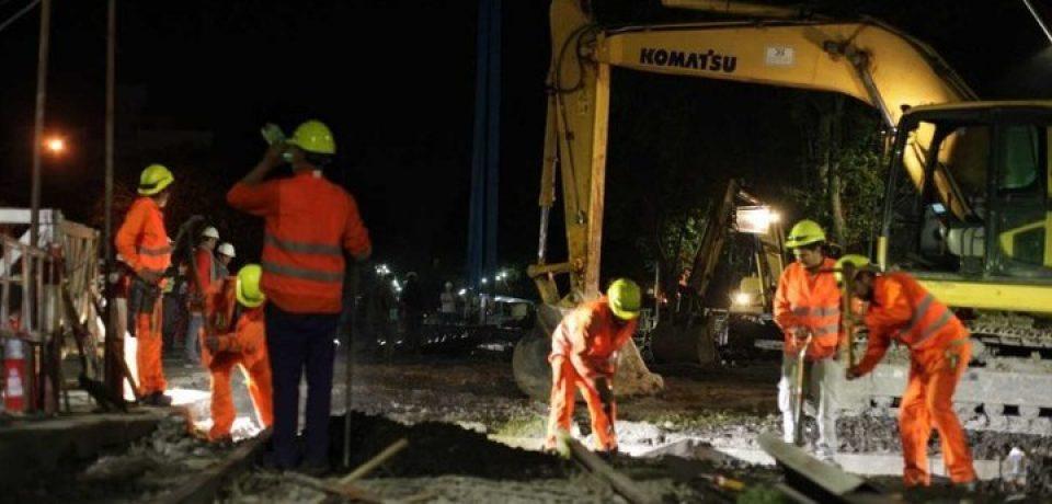 Instalan puente ferroviario en la avenida Balbín