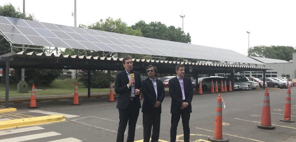 Paneles solares en el peaje de Parque Avellaneda