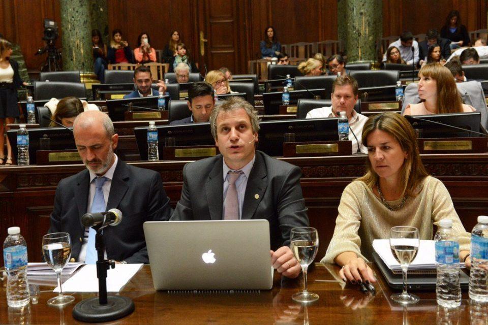 Felipe Miguel visitó la Legislatura