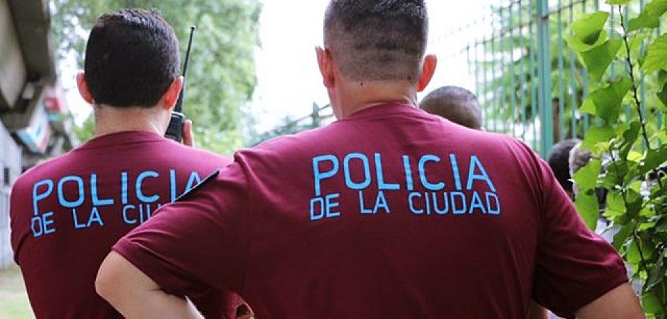 Policías fuera de las escuelas