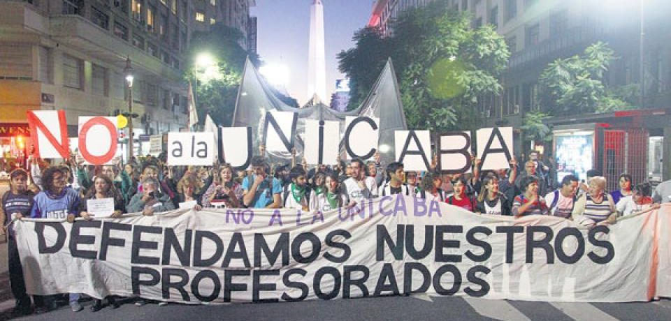 Marcha contra el posible cierre de 29 profesorados en la Ciudad