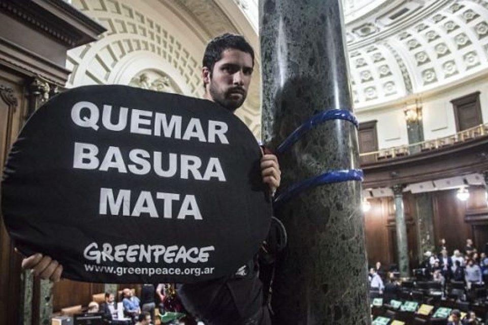 """""""La incineración de basura atenta directamente contra el reciclaje"""""""
