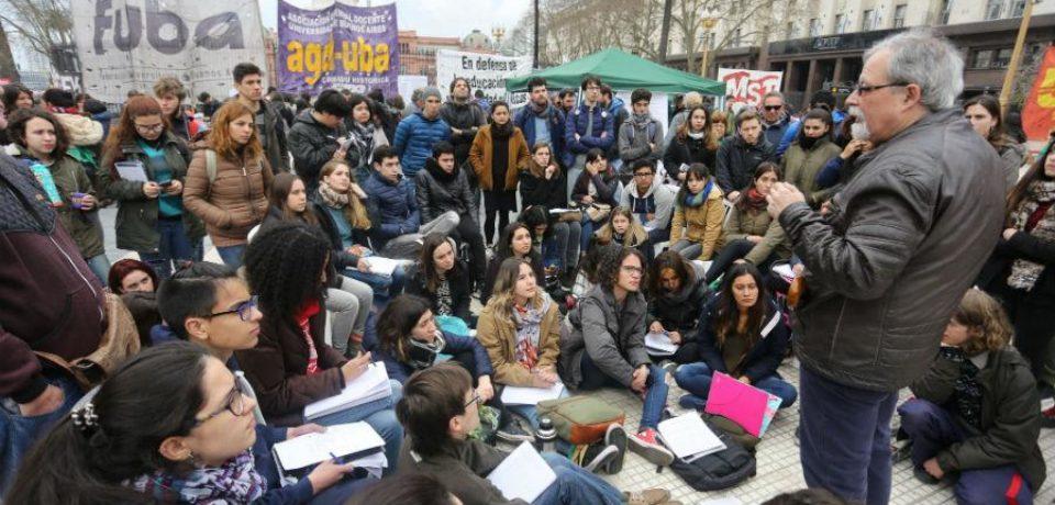 Paro universitario: Las aulas se mudaron a Plaza de Mayo