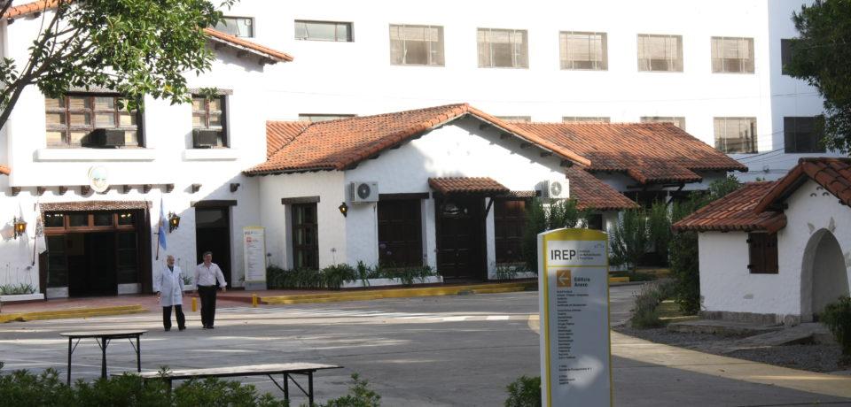"""""""Abrazo"""" al IREP contra el Complejo Hospitalario Sur"""