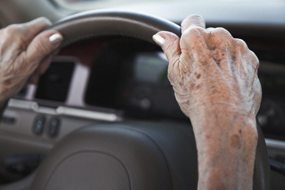 Los mayores de 60 años quedan eximidos del pago del trámite de la licencia de conducir