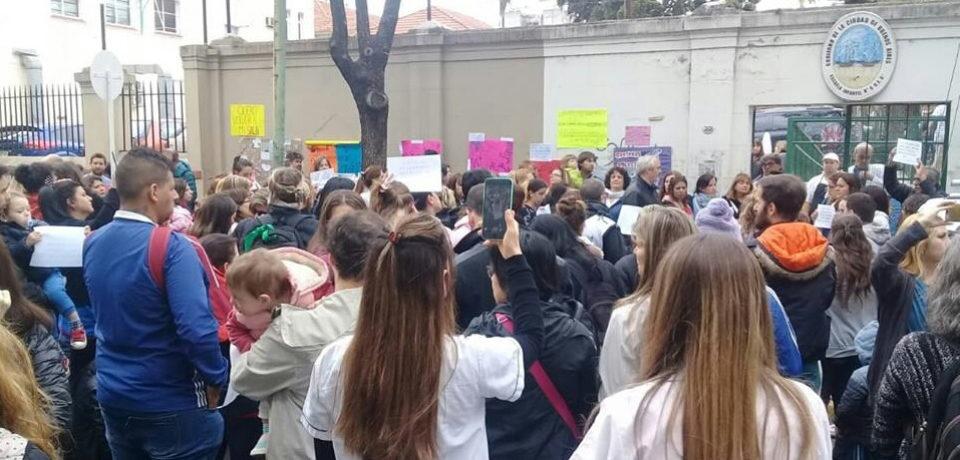 Abrazo y conferencia de prensa por el jardín del Ramos Mejía
