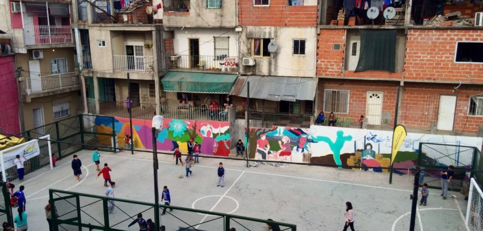 Villa 20: el Gobierno porteño propone inscripciones en escuelas sin terminar