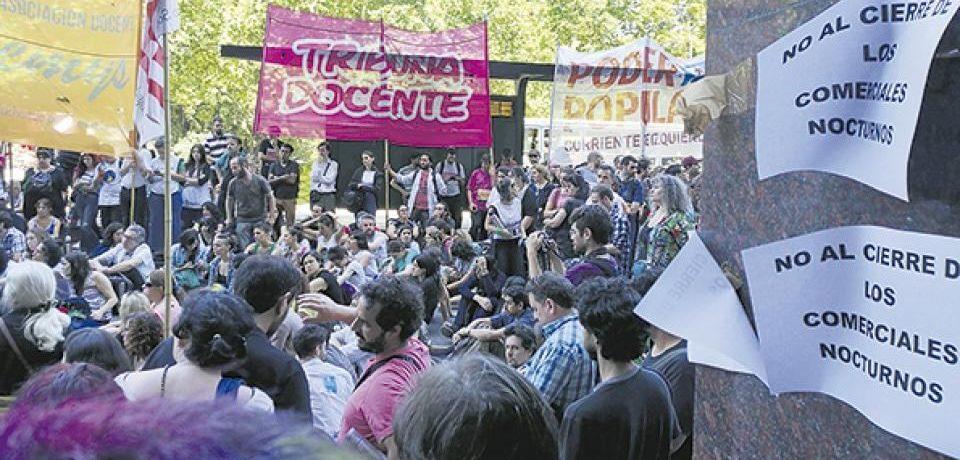 Colegios nocturnos: los docentes marchan y la Legislatura decide