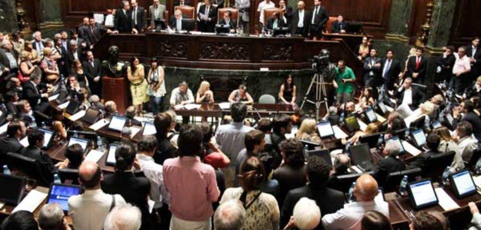 Un nuevo aniversario del retorno de la democracia llevó paz a una Legislatura polarizada
