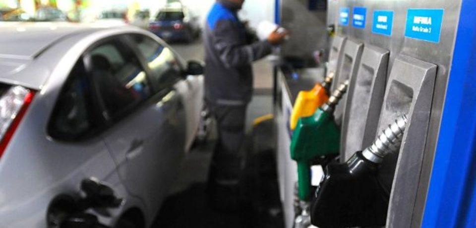 YPF y Shell bajan el precio de los combustibles