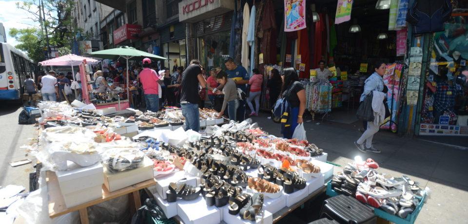 Aumentó la venta ambulante: la crisis arrastró a los vendedores a la calle