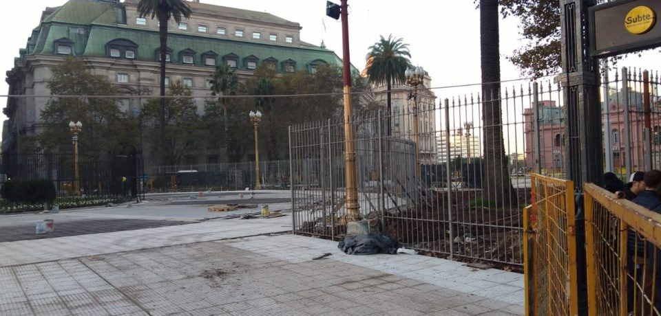Se debatirá la implementación de rejas en la Plaza de Mayo