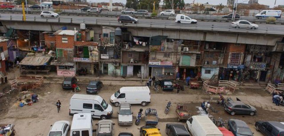 ¿Cuál es la situación de los vecinos del bajo autopista de la Villa 31?