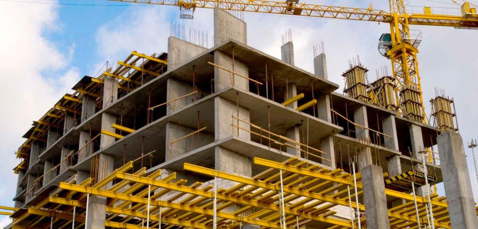 La industria cayó 2,3% y la construcción 9,5% en octubre