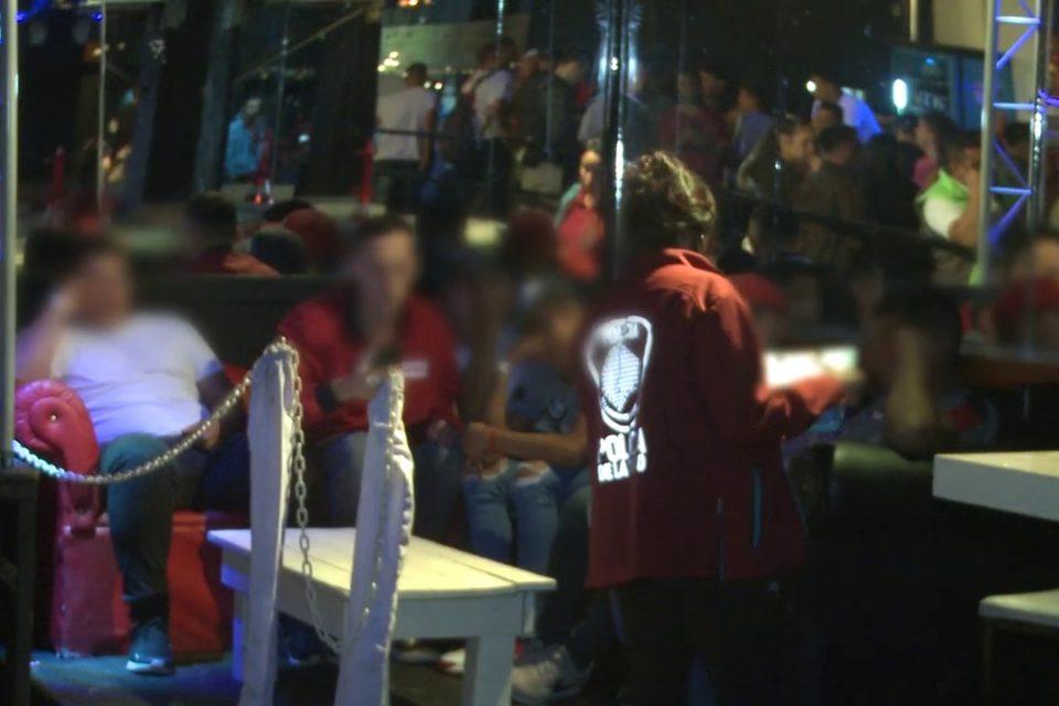 Desalojan y clausuran un boliche en Flores que promovía con fotos de menores una fiesta nocturna.